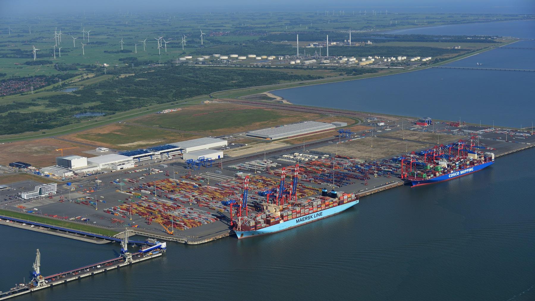 https://seaports.de/content/uploads/15.6.2020-JadeWeserPort-10316_9banner.jpg