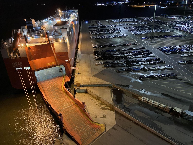 https://seaports.de/content/uploads/2020_11_17_PM_Cuxport_Deep-Sea-RoRo-Umschlag_banner_16_9.jpg