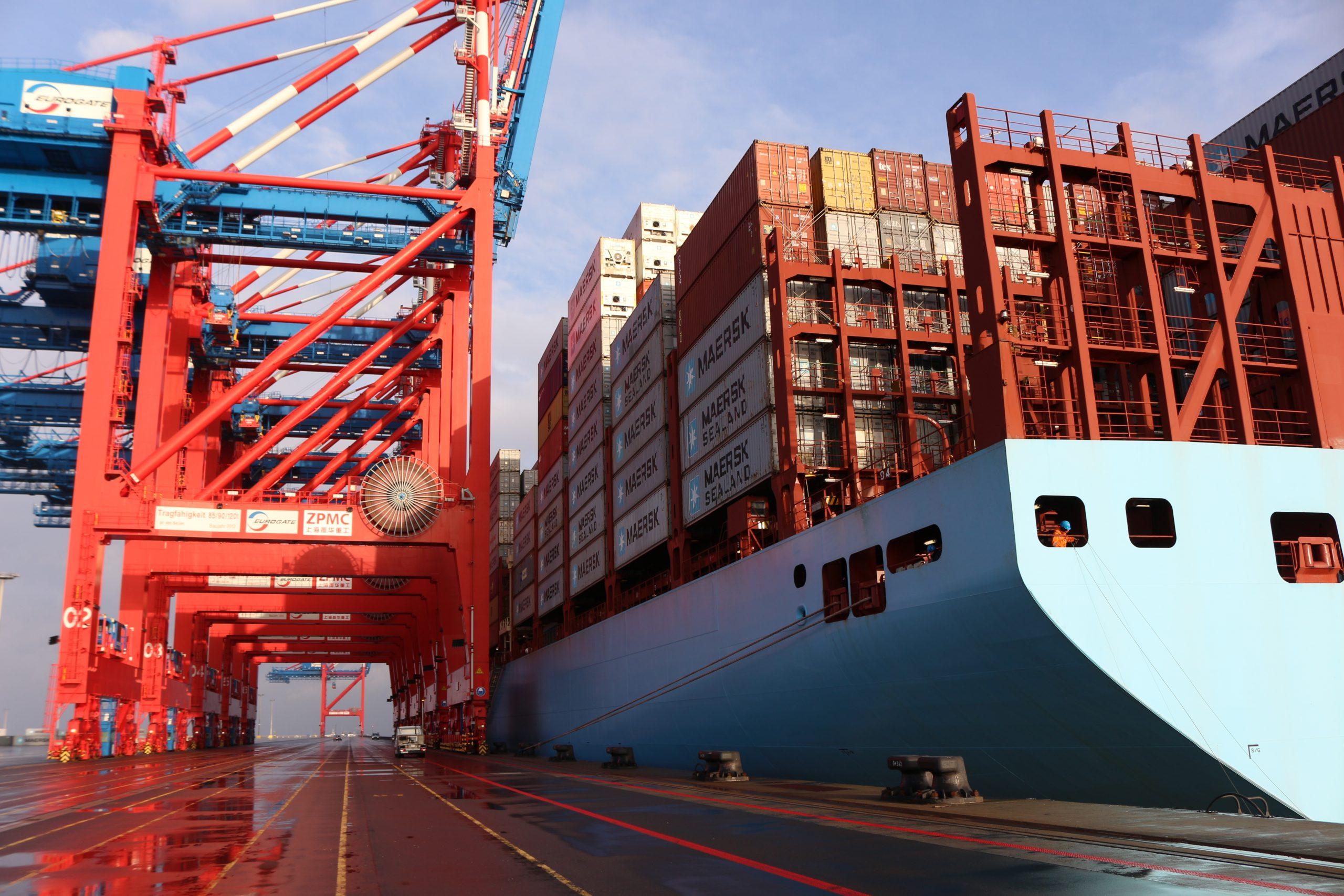 https://seaports.de/content/uploads/Wilhelmshaven_Gut_Container_CTW-scaled.jpg